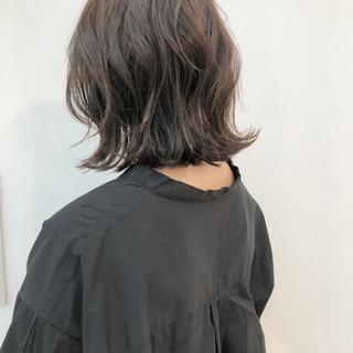 ゆるふわ グレージュ ロブ 切りっぱなし ヘアスタイルや髪型の写真・画像