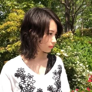 フェミニン ゆるふわパーマ マッシュウルフ パーマ ヘアスタイルや髪型の写真・画像