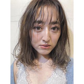 フェミニン デート ミディアム アンニュイほつれヘア ヘアスタイルや髪型の写真・画像