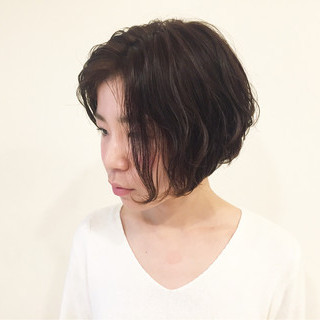 パーマ ストリート 暗髪 ショート ヘアスタイルや髪型の写真・画像