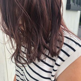 ラベンダーピンク ピンクブラウン 透明感 セミロング ヘアスタイルや髪型の写真・画像