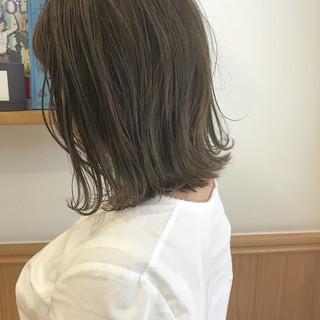 切りっぱなし ミディアム ナチュラル 外ハネ ヘアスタイルや髪型の写真・画像