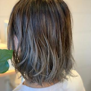 大人ミディアム 大人かわいい デザインカラー ハイライト ヘアスタイルや髪型の写真・画像