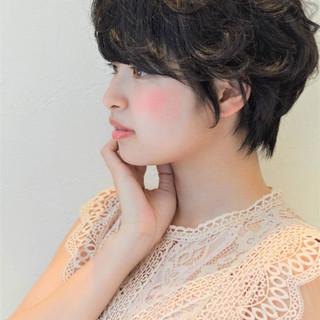 ショート ナチュラル 黒髪 グレー ヘアスタイルや髪型の写真・画像 ヘアスタイルや髪型の写真・画像