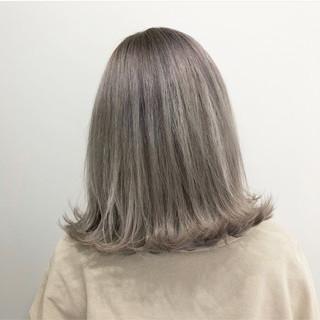 外国人風カラー アッシュグレー グレージュ ミディアム ヘアスタイルや髪型の写真・画像