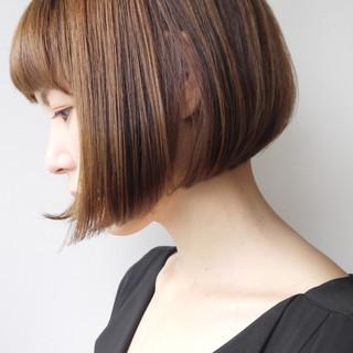 オフィス エレガント アッシュベージュ 小顔 ヘアスタイルや髪型の写真・画像