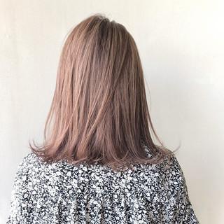 ミディアム ツヤ髪 ハイトーンカラー ナチュラル ヘアスタイルや髪型の写真・画像