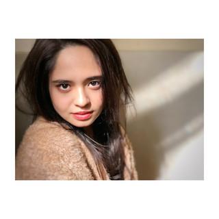 アンニュイほつれヘア ナチュラル ロング パーマ ヘアスタイルや髪型の写真・画像