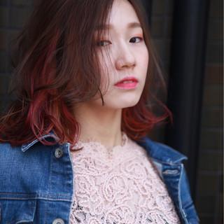ミディアム ブラウン コーラル ピンク ヘアスタイルや髪型の写真・画像