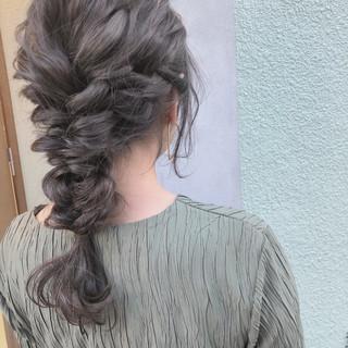 セミロング ヘアアレンジ ガーリー アウトドア ヘアスタイルや髪型の写真・画像