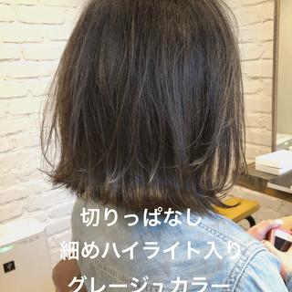 アンニュイほつれヘア ミディアム イルミナカラー アッシュグレージュ ヘアスタイルや髪型の写真・画像