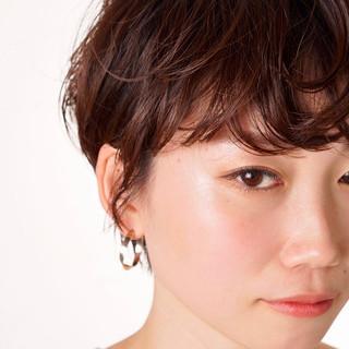 ショートヘア フェミニン 前髪パーマ ショート ヘアスタイルや髪型の写真・画像