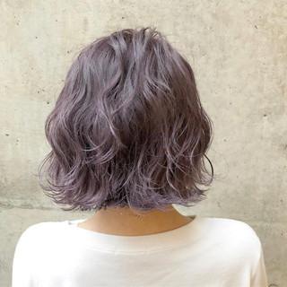 バレイヤージュ ボブ ストリート ラベンダーアッシュ ヘアスタイルや髪型の写真・画像 ヘアスタイルや髪型の写真・画像