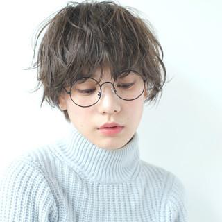 小顔 アッシュ 冬 ショート ヘアスタイルや髪型の写真・画像