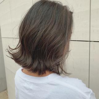 ミルクティーグレージュ グレージュ ミルクティーベージュ ミディアム ヘアスタイルや髪型の写真・画像