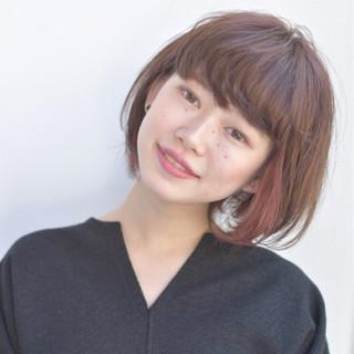 フリンジバング 前髪あり ミルクティー 透明感 ヘアスタイルや髪型の写真・画像 ヘアスタイルや髪型の写真・画像
