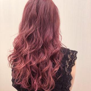 フェミニン グラデーションカラー ラベンダーピンク レッド ヘアスタイルや髪型の写真・画像