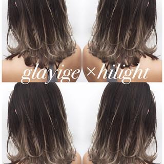 ハイライト 外国人風 セミロング ウェーブ ヘアスタイルや髪型の写真・画像