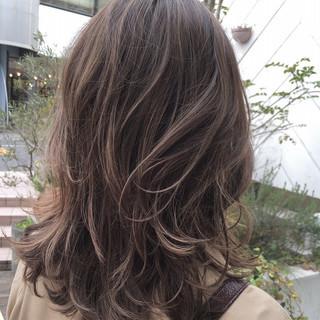 ラフ ミディアム ハイライト ナチュラル ヘアスタイルや髪型の写真・画像