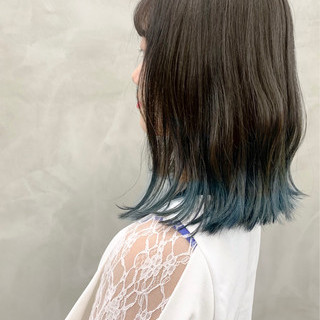 グレージュ 裾カラー ミディアム ブリーチ ヘアスタイルや髪型の写真・画像