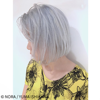 切りっぱなし シルバー シルバーアッシュ 外国人風 ヘアスタイルや髪型の写真・画像 ヘアスタイルや髪型の写真・画像