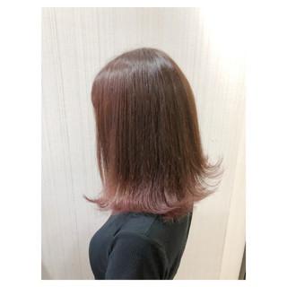 アンニュイほつれヘア 外ハネ ブリーチ フェミニン ヘアスタイルや髪型の写真・画像