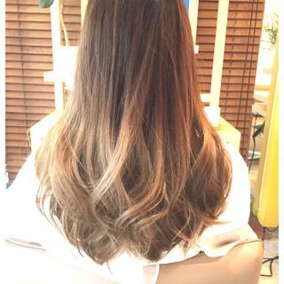 アッシュ ガーリー ロング ハイライト ヘアスタイルや髪型の写真・画像