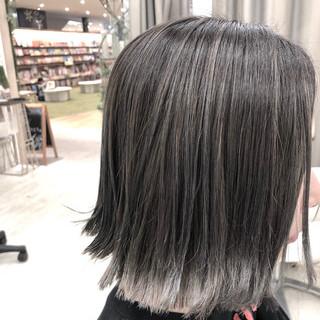 シルバー 切りっぱなし グラデーションカラー ガーリー ヘアスタイルや髪型の写真・画像