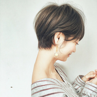 アウトドア バレンタイン スポーツ ナチュラル ヘアスタイルや髪型の写真・画像