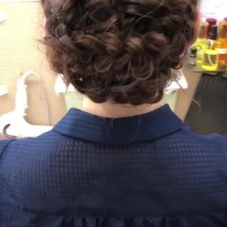結婚式 編み込み くるりんぱ フェミニン ヘアスタイルや髪型の写真・画像