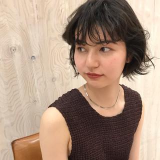 ナチュラル くせ毛 無造作パーマ ウェット感 ヘアスタイルや髪型の写真・画像