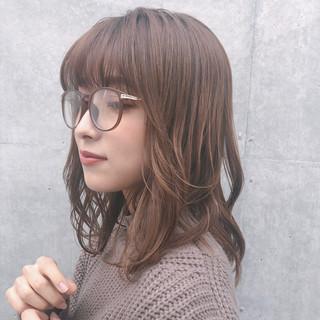 レイヤーカット 大人かわいい アンニュイほつれヘア ミディアム ヘアスタイルや髪型の写真・画像
