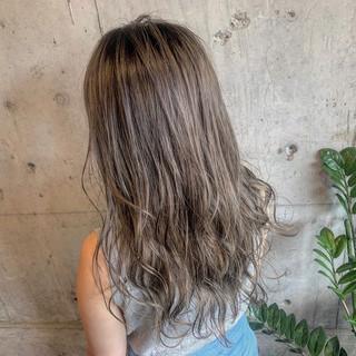 コテ巻き ロング ブリーチカラー N.オイル ヘアスタイルや髪型の写真・画像