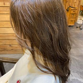 小顔ヘア アッシュグレージュ ナチュラル グレージュ ヘアスタイルや髪型の写真・画像