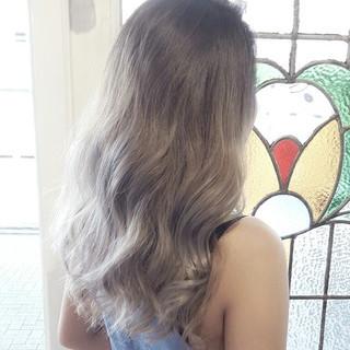 セミロング アッシュ 大人女子 外国人風 ヘアスタイルや髪型の写真・画像