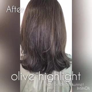 グレージュ オリーブアッシュ ハイライト ナチュラル ヘアスタイルや髪型の写真・画像