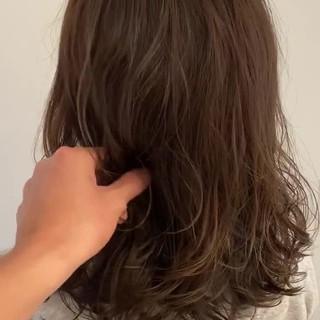 デジタルパーマ グレージュ セミロング アンニュイほつれヘア ヘアスタイルや髪型の写真・画像