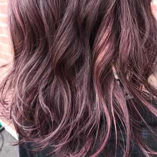 レッド ピンク ミディアム ベージュ ヘアスタイルや髪型の写真・画像 ヘアスタイルや髪型の写真・画像
