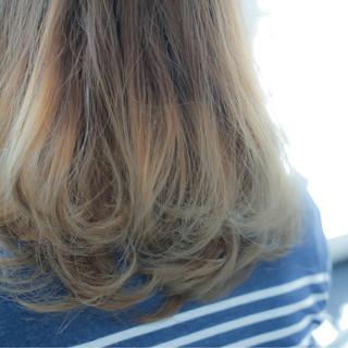 ストリート ミディアム アッシュグラデーション グラデーションカラー ヘアスタイルや髪型の写真・画像