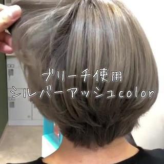 アッシュグレージュ ブリーチ 外国人風カラー エレガント ヘアスタイルや髪型の写真・画像