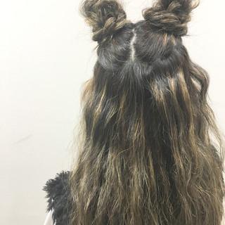 ハイライト ハーフアップ ロング ストリート ヘアスタイルや髪型の写真・画像
