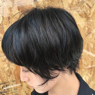 コントラストハイライト ハイライト ブルーブラック エレガント ヘアスタイルや髪型の写真・画像