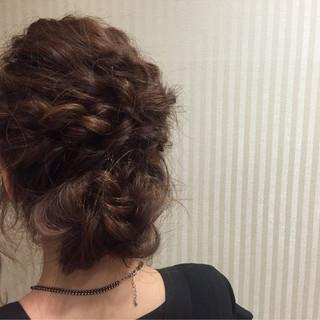 編み込み 結婚式 夏 セミロング ヘアスタイルや髪型の写真・画像
