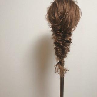編みおろし ブライダル ヘアアレンジ セミロング ヘアスタイルや髪型の写真・画像