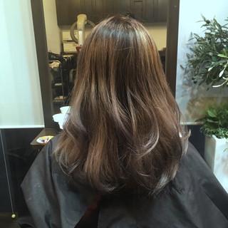 レイヤーカット アッシュ セミロング ダブルカラー ヘアスタイルや髪型の写真・画像