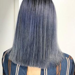 ブリーチカラー ネイビーアッシュ ミディアム 切りっぱなしボブ ヘアスタイルや髪型の写真・画像