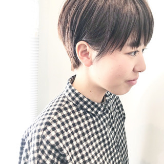 小顔ショート ハンサムショート ショートヘア ナチュラル ヘアスタイルや髪型の写真・画像 ヘアスタイルや髪型の写真・画像