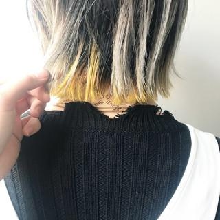 ホワイトシルバー 切りっぱなしボブ インナーカラー グラデーションカラー ヘアスタイルや髪型の写真・画像