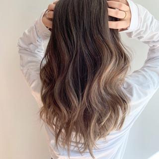 ハイライト エレガント グラデーションカラー アッシュ ヘアスタイルや髪型の写真・画像