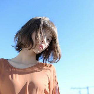 グレージュ ふわふわ フェミニン ボブ ヘアスタイルや髪型の写真・画像